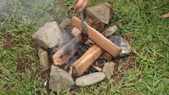 Nhóm lửa trong rừng
