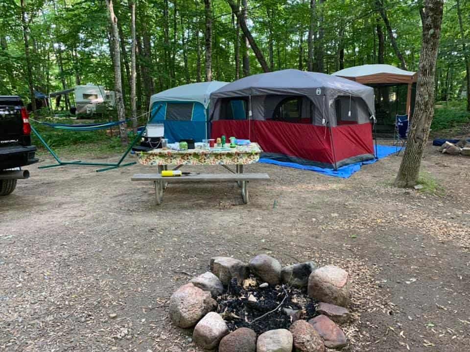 Đi cắm trại nên mặc đồ gì