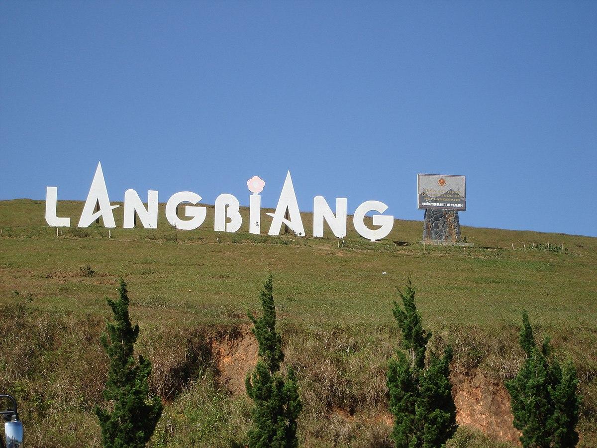 Đỉnh Langbiang địa điểm cắm trại ở Đà Lạt nên đến